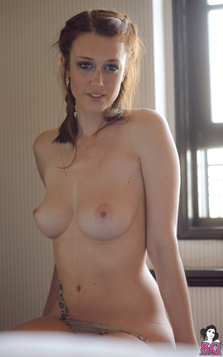 charlotte-herbert-nude-window-suicide-girls-18