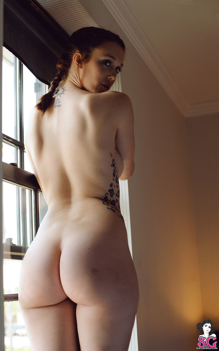charlotte-herbert-nude-window-suicide-girls-25