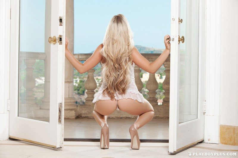 chanel-elle-balcony-naked-blond-playboy-06