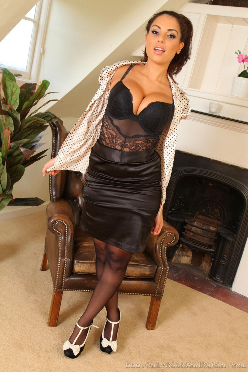 charlotte-springer-pantyhose-only-silk-and-satin-04