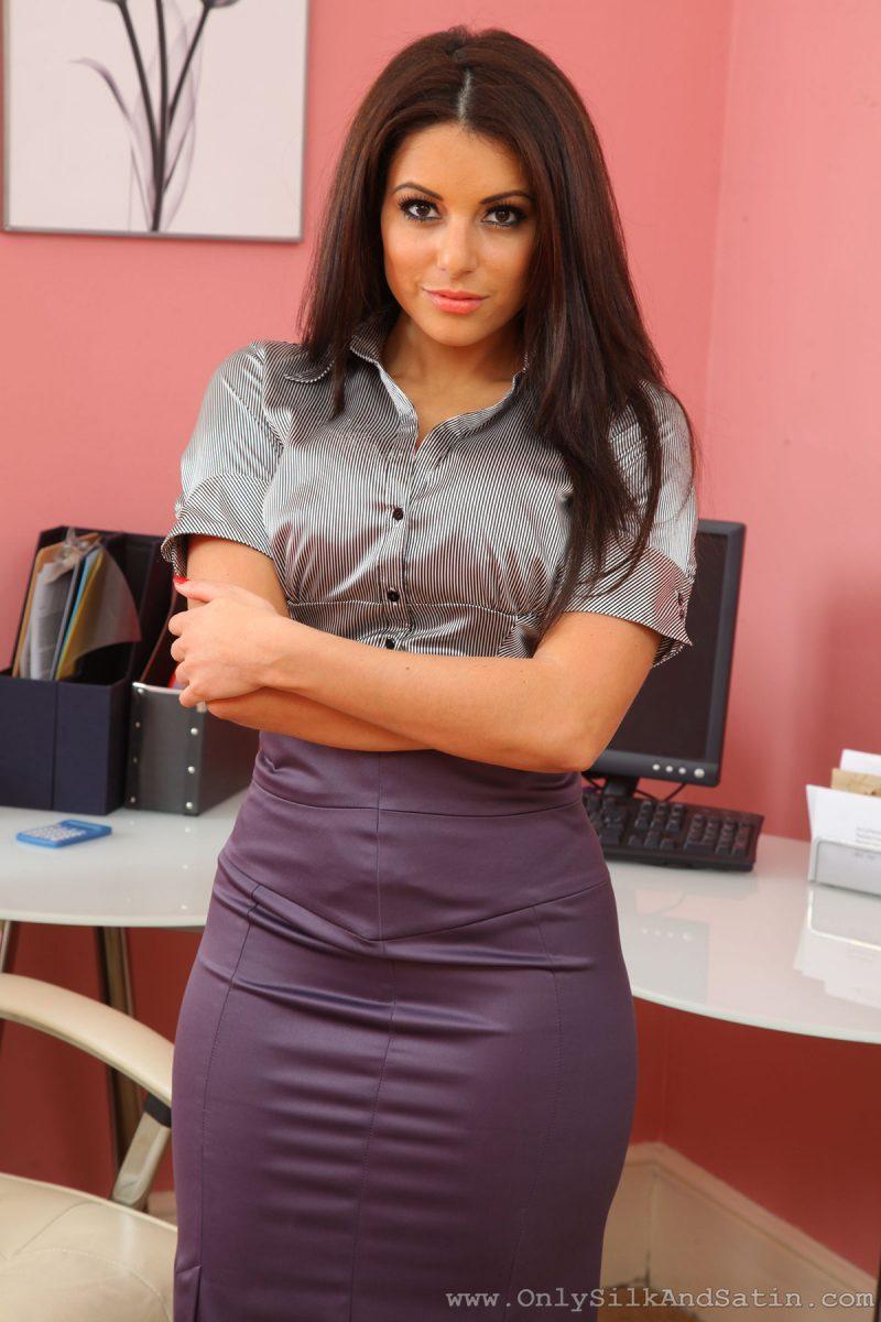 charlotte-springer-secretary-pantyhose-onlysilkandsatin-01