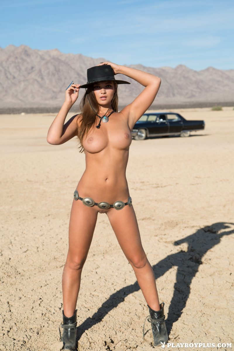 chelsie-aryn-naked-desert-black-hat-playboy-02