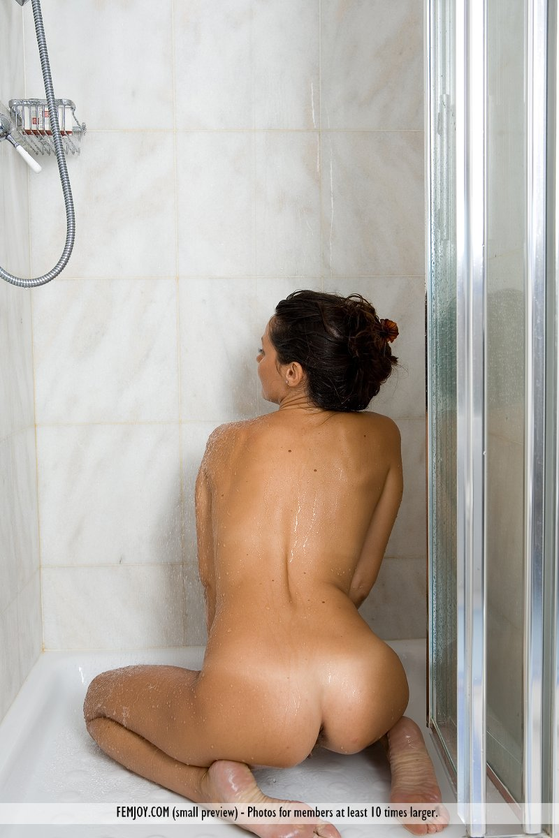 chiara-bathroom-femjoy-01