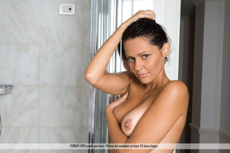 chiara-bathroom-femjoy-05