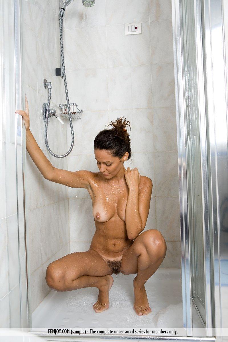 chiara-bathroom-femjoy-14