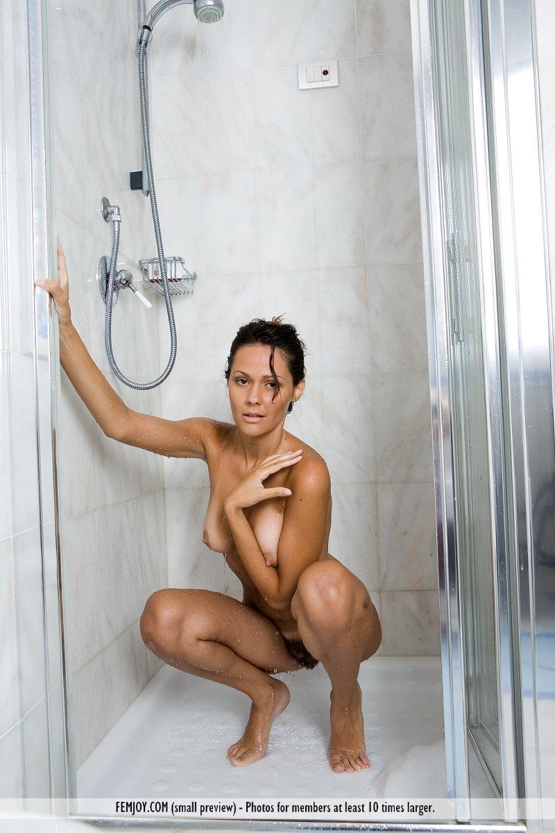 chiara-bathroom-femjoy-15
