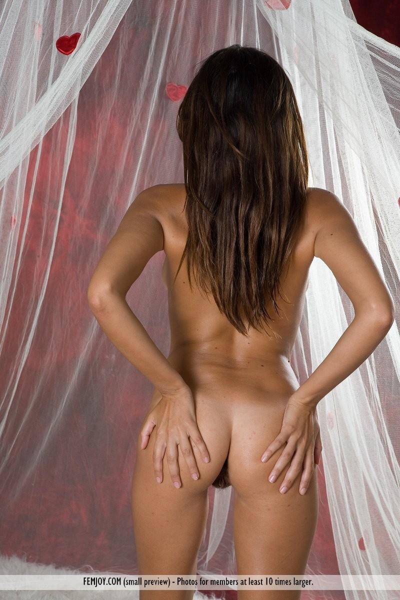 chiara-mosquito-net-naked-femjoy-11