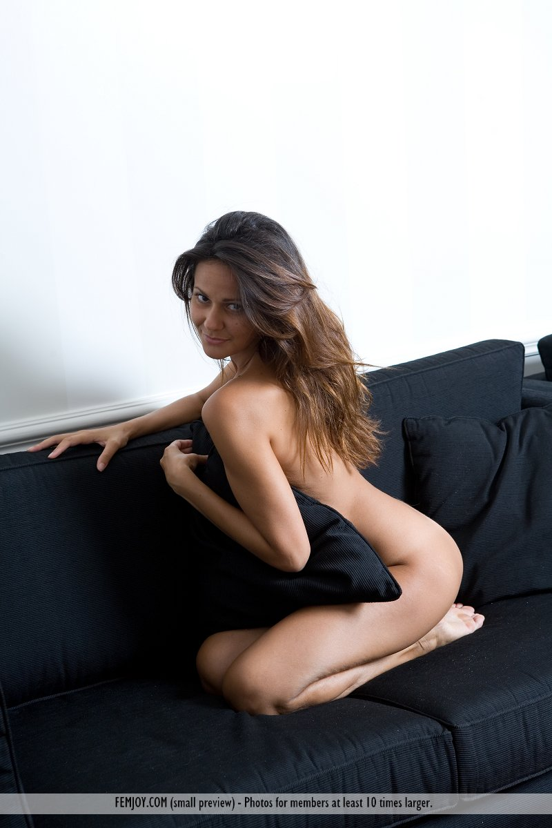 chiara-nude-home-femjoy-15