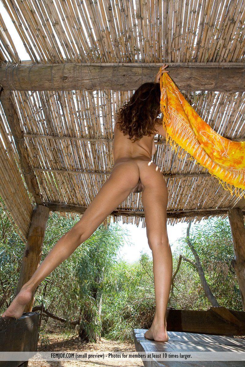 chiara-nude-olive-grove-femjoy-13