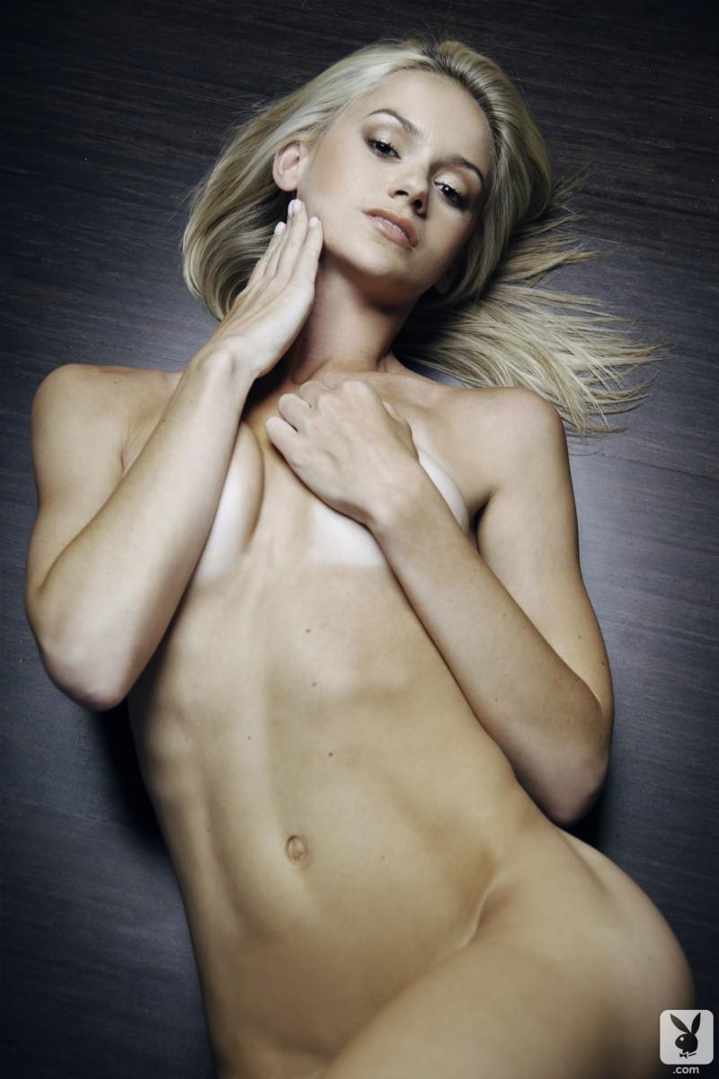 chloe-miranda-sofa-nude-playboy-33