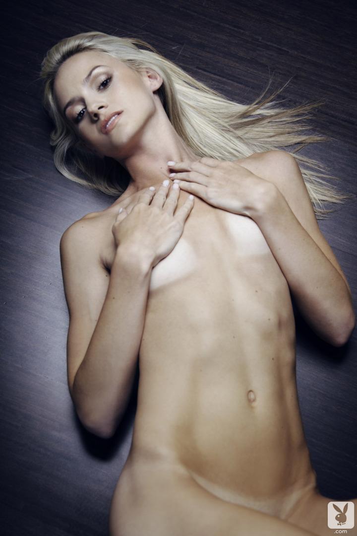 chloe-miranda-sofa-nude-playboy-34