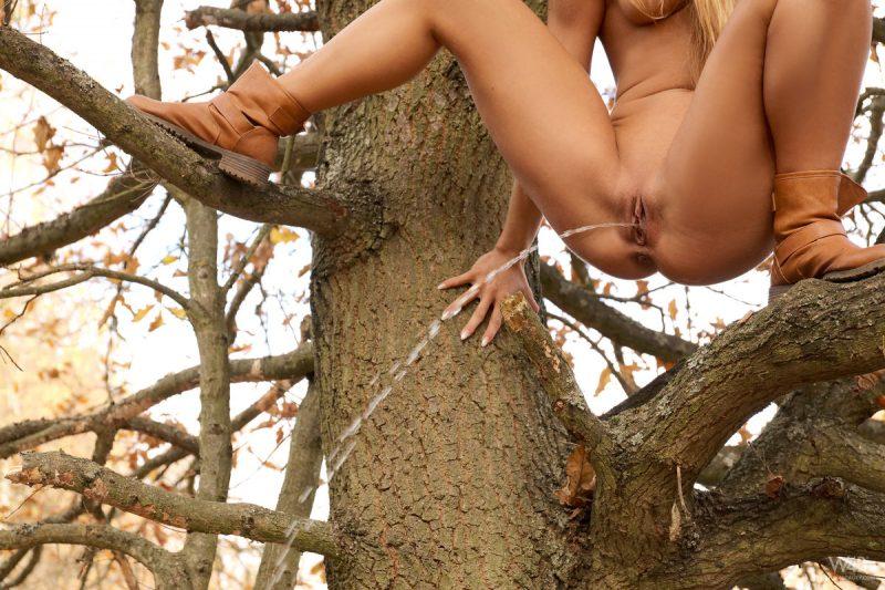 chrissy-fox-redhead-autumn-forest-watch4beauty-13