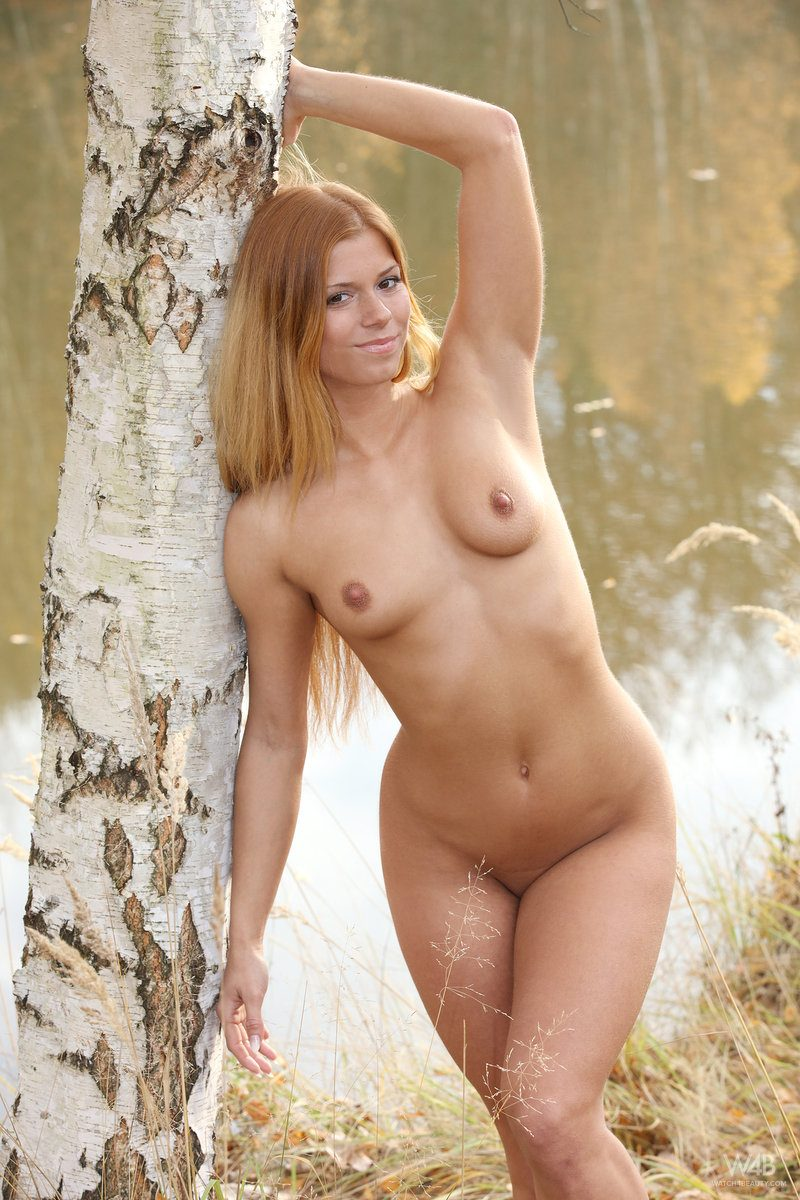 chrissy-fox-redhead-autumn-forest-watch4beauty-15