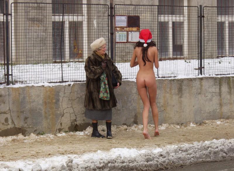 xmas-nude-in-public-05