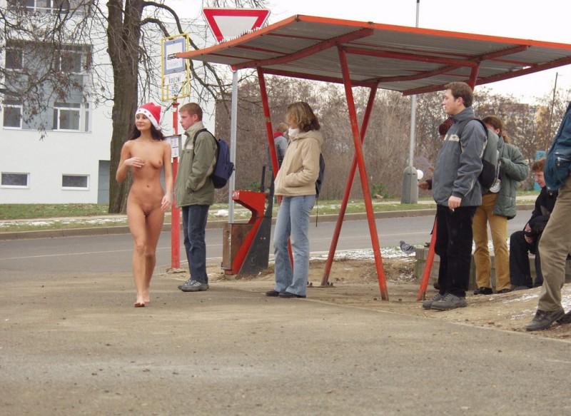 xmas-nude-in-public-12