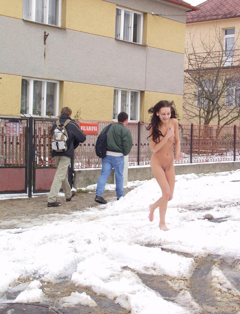 xmas-nude-in-public-16