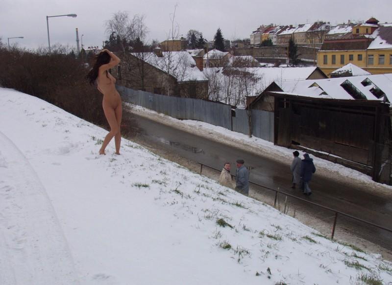 xmas-nude-in-public-17