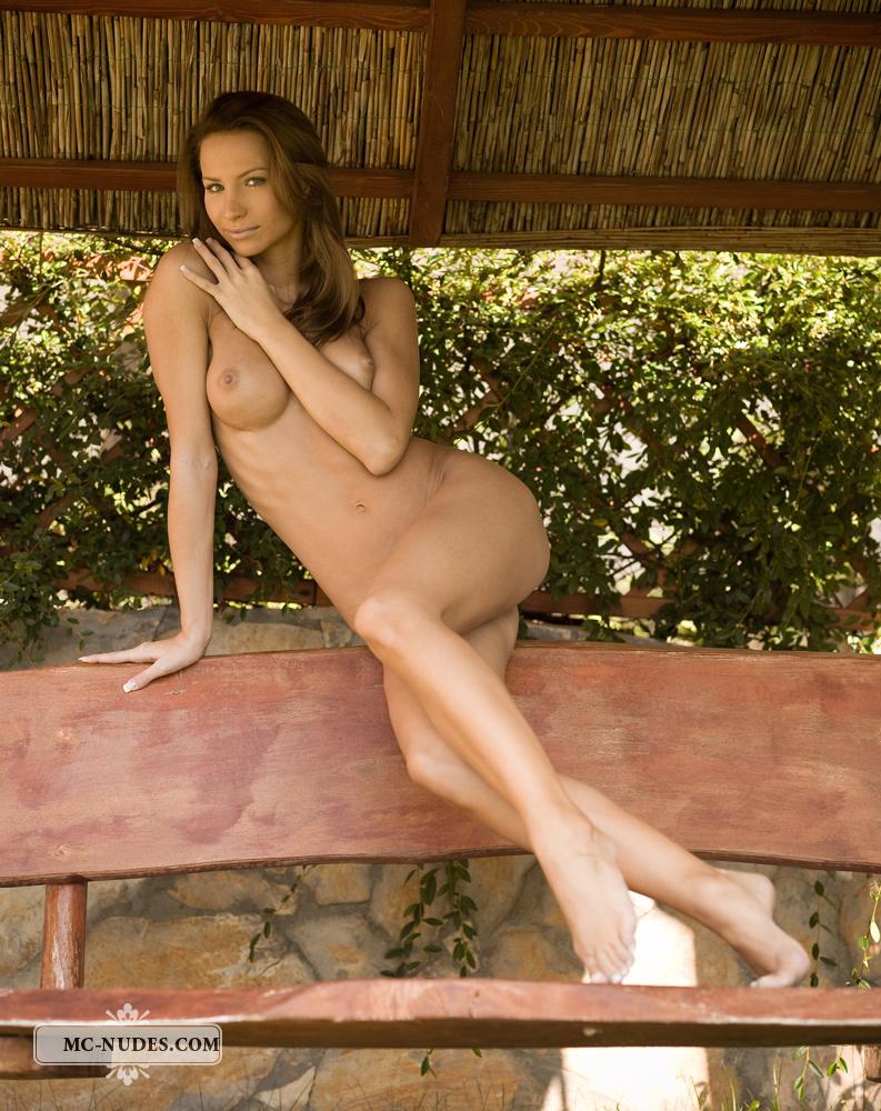 agnes-garden-bench-mc-nudes-03
