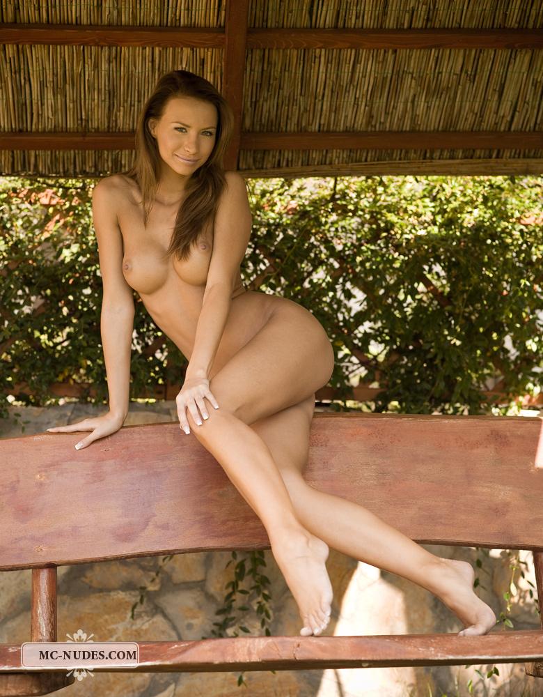 agnes-garden-bench-mc-nudes-04