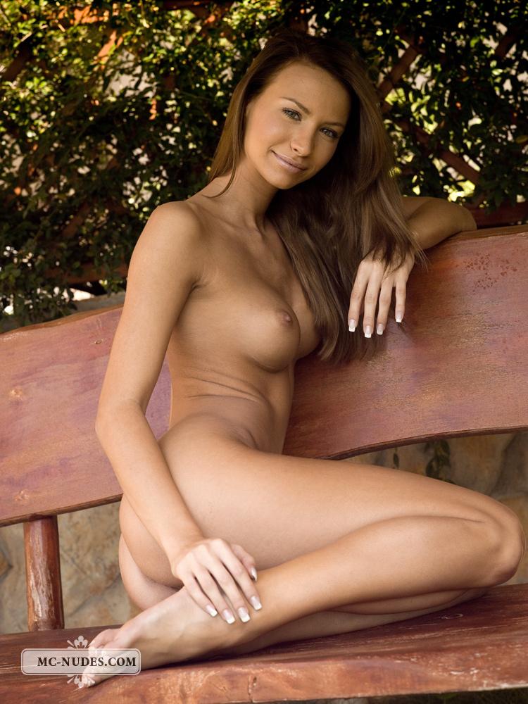 agnes-garden-bench-mc-nudes-11
