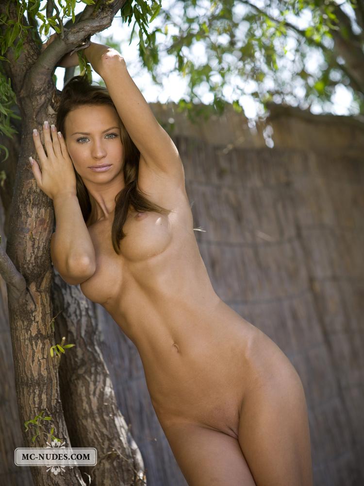 agnes-naked-under-tree-mcnudes-04