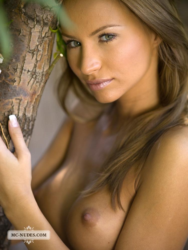 agnes-naked-under-tree-mcnudes-13