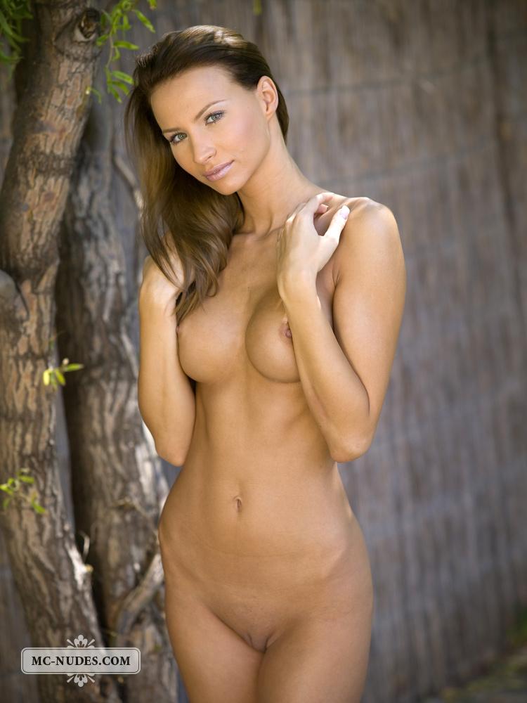 agnes-naked-under-tree-mcnudes-15
