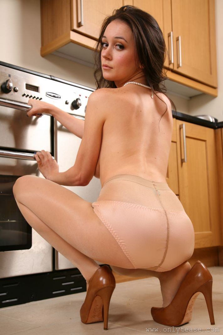 clair-meek-kitchen-pantyhose-onlytease-15