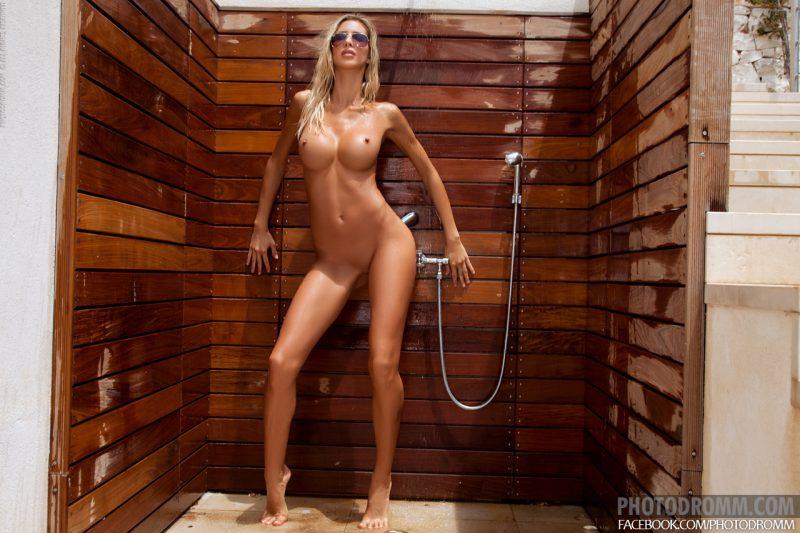 claudia-outdoor-shower-photodromm-07