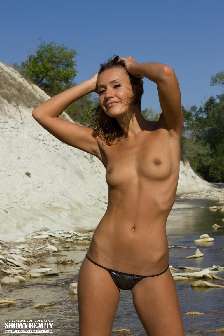 coco-bikini-showy-beauty-10