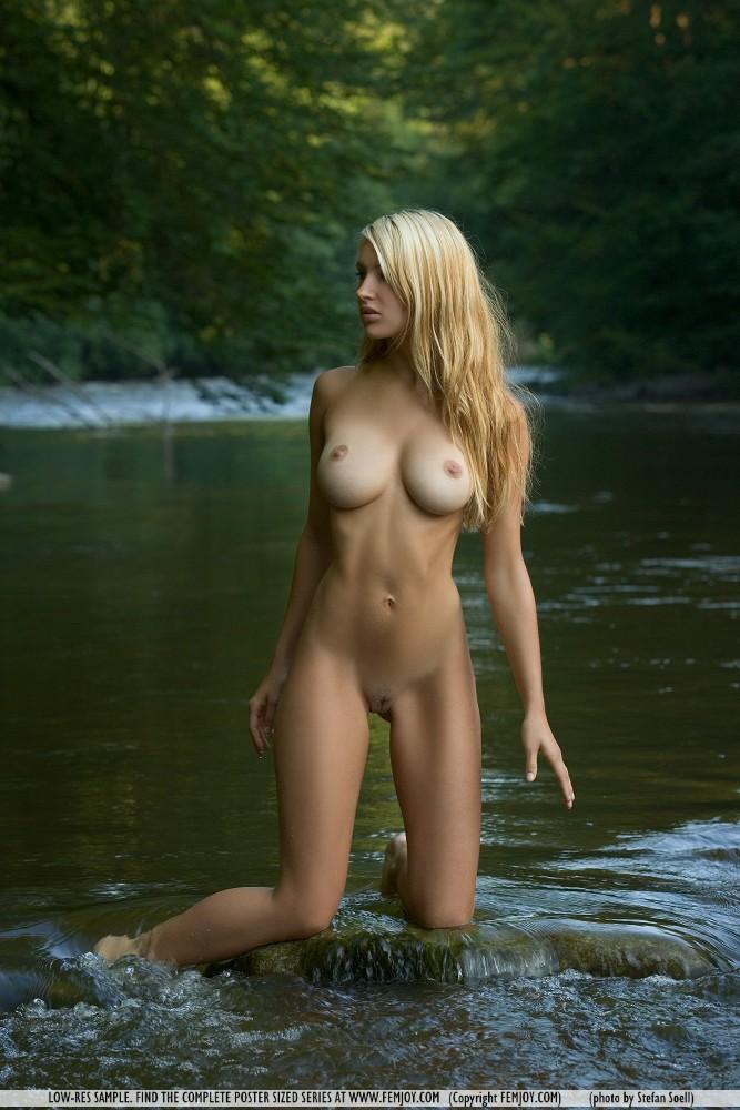 corinna-river-nude-femjoy-05