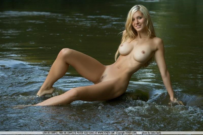 corinna-river-nude-femjoy-09