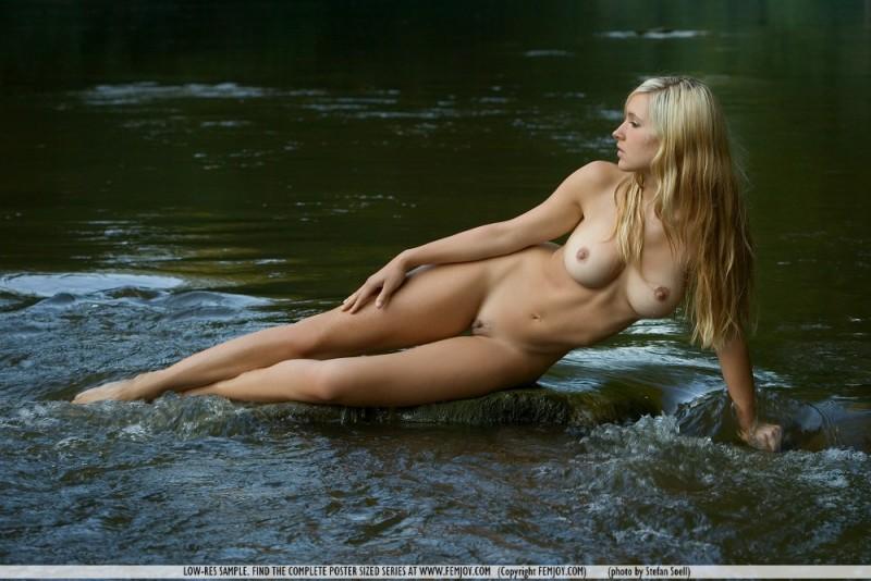 corinna-river-nude-femjoy-10