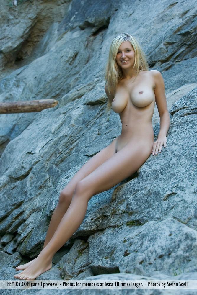 corinna-naked-rocks-femjoy-03