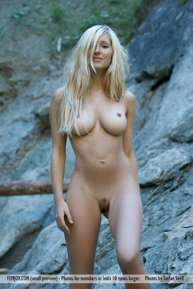 corinna-naked-rocks-femjoy-09