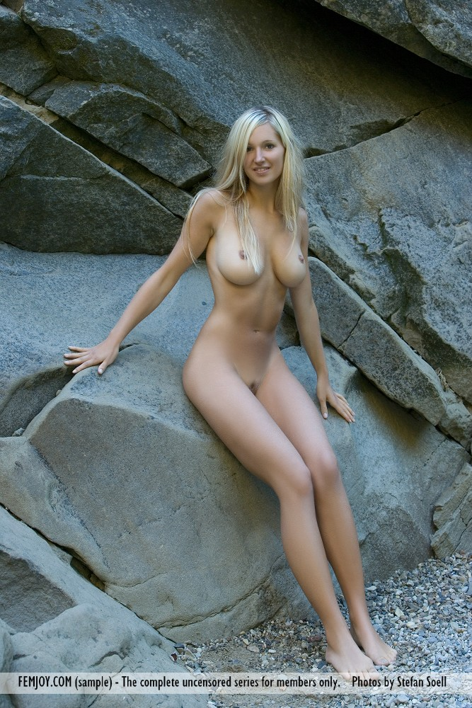 corinna-naked-rocks-femjoy-10