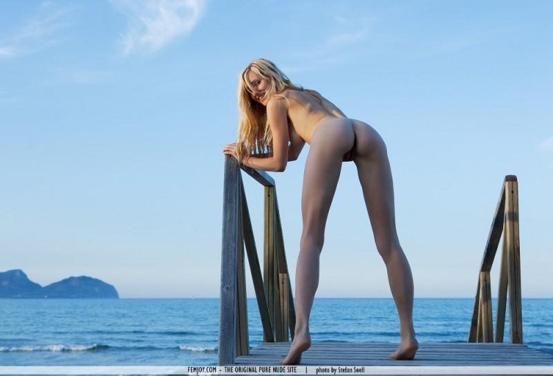 corinna-seaside-nude-femjoy-06