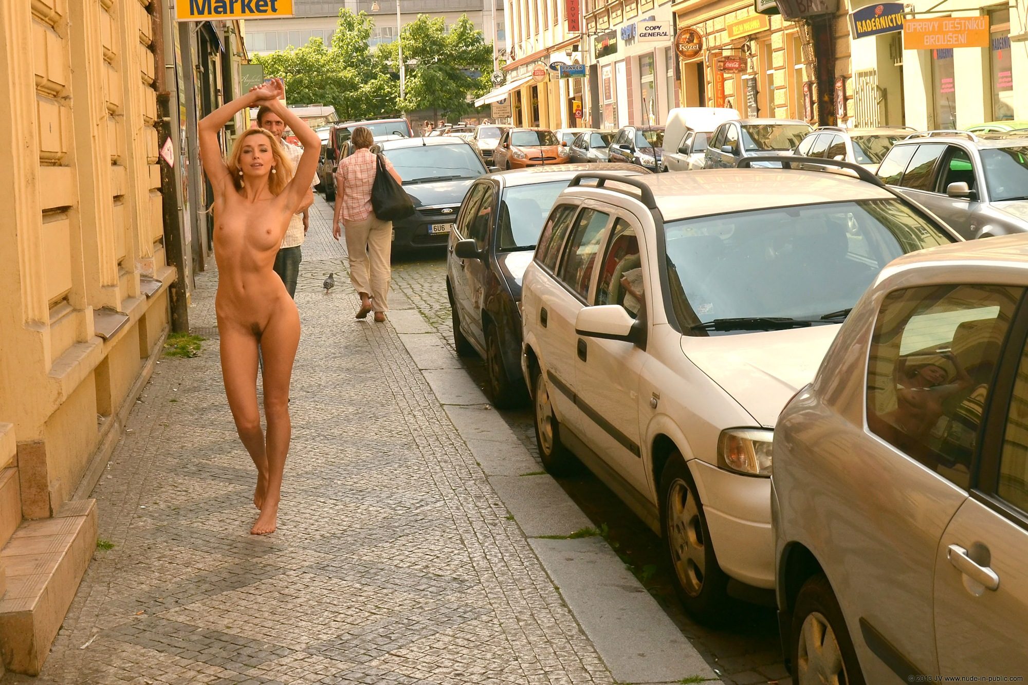 dominika-j-nude-in-public