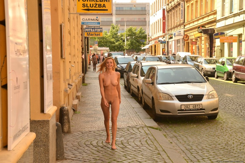 dominika-j-nude-in-public-11