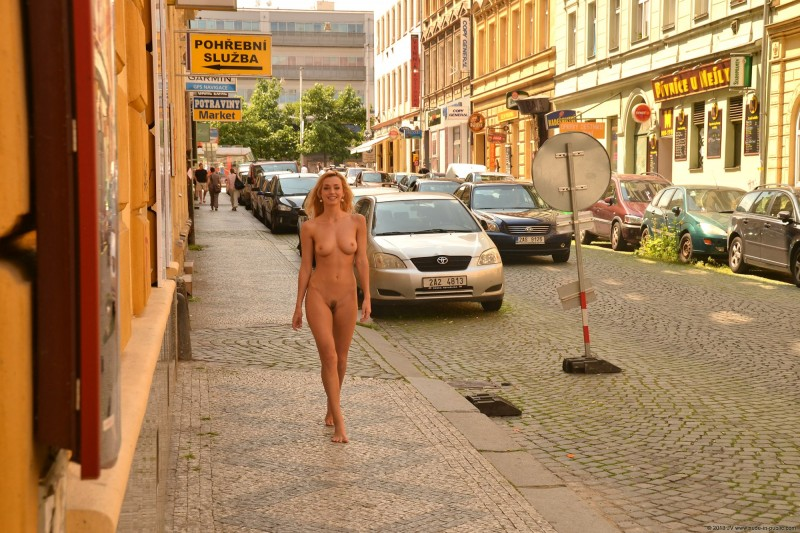 dominika-j-nude-in-public-12