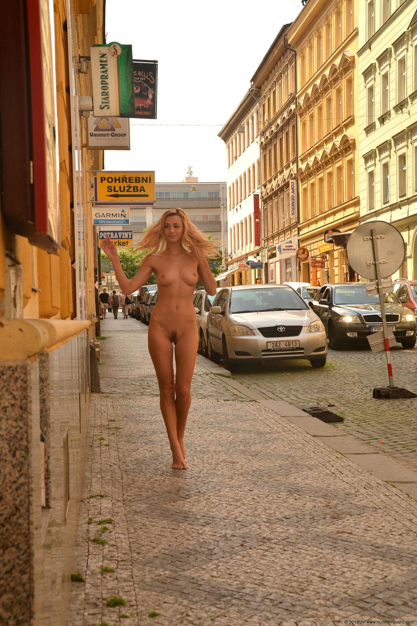 dominika-j-nude-in-public