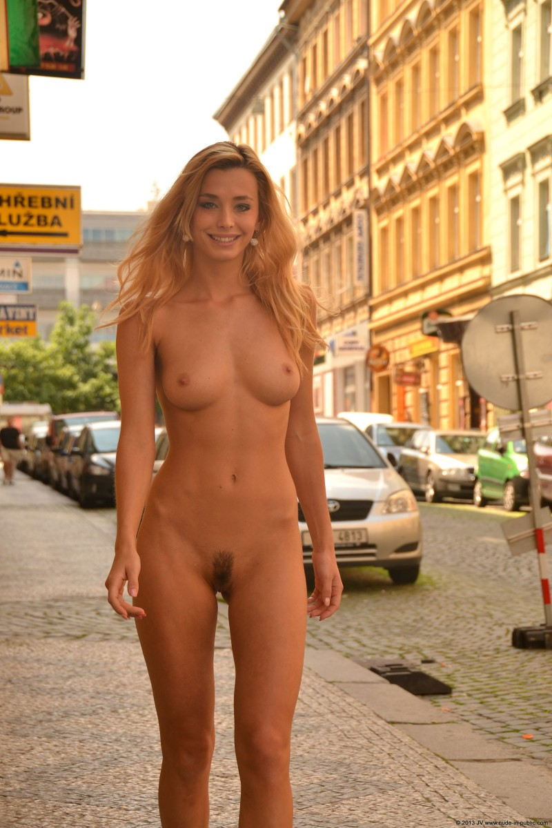 dominika-j-nude-in-public-15