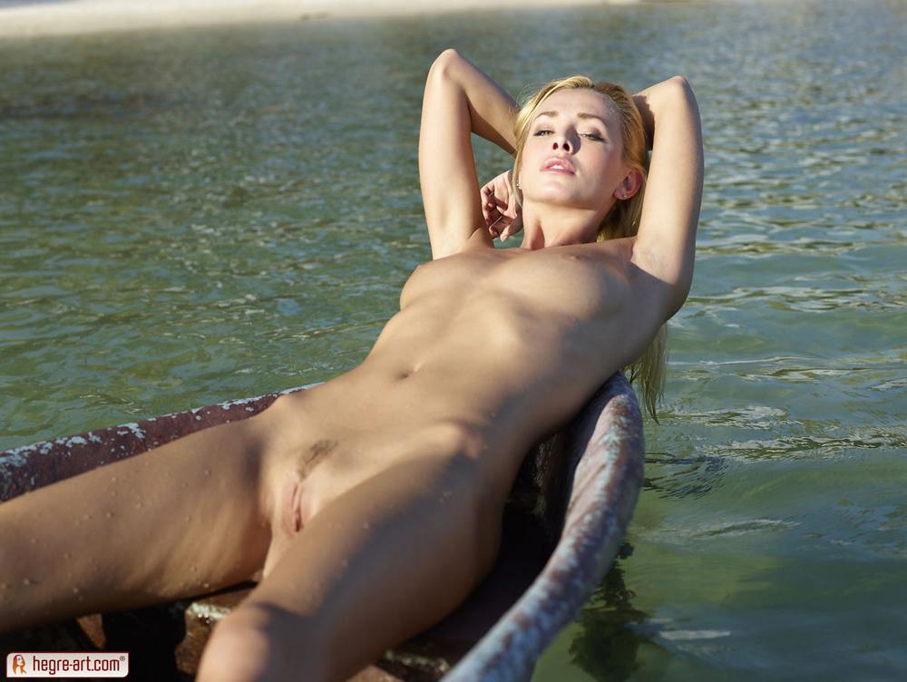 cox-boat-seaside-nude-blonde-hegreart-04