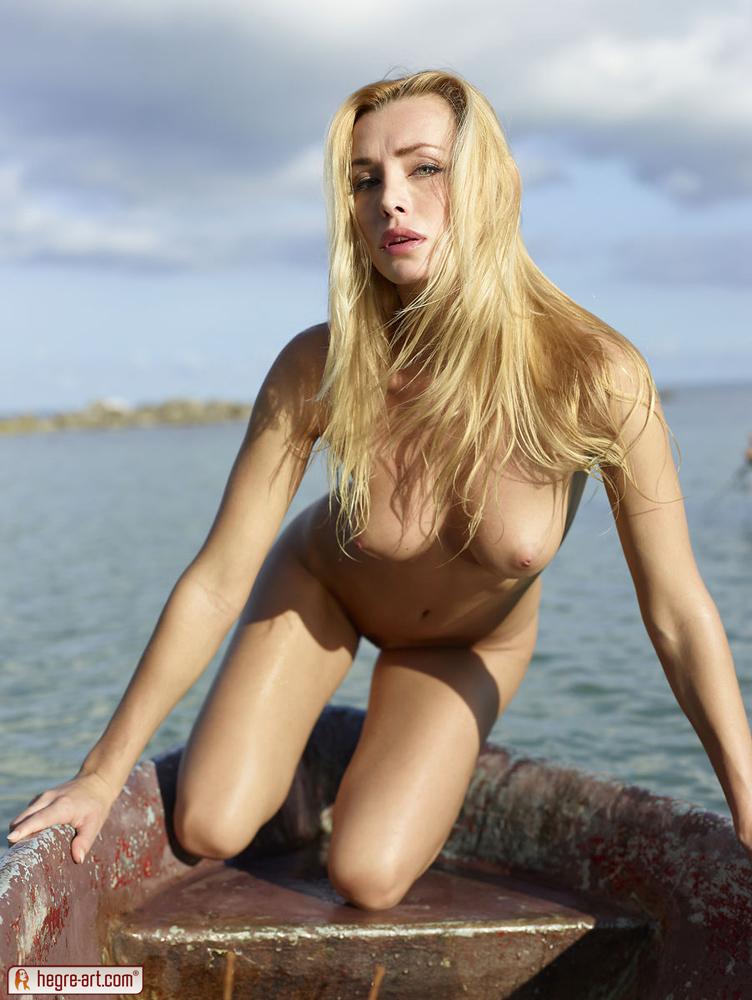 cox-boat-seaside-nude-blonde-hegreart-13