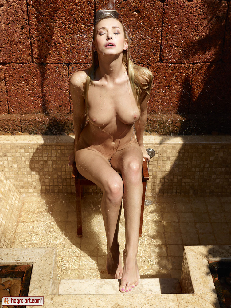 coxy-outdoor-shower-hegre-art-01