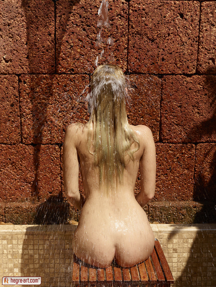 coxy-outdoor-shower-hegre-art-09