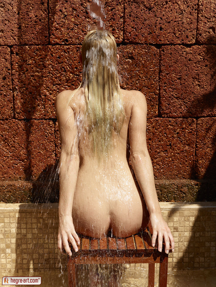 coxy-outdoor-shower-hegre-art-10