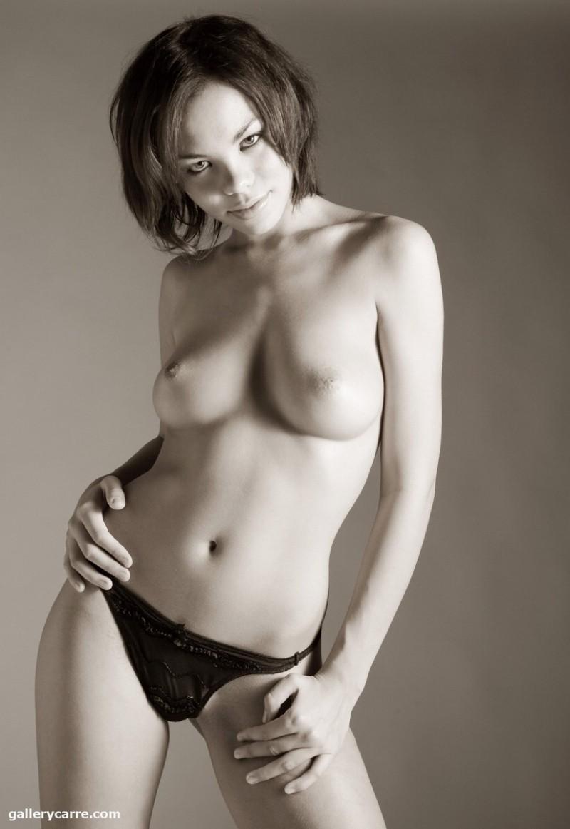 Dorothy bank nude