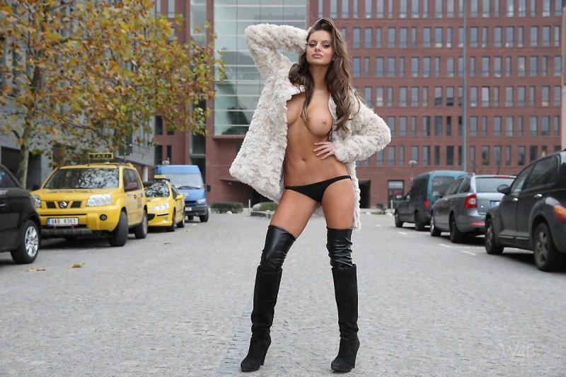 dana-harem-nude-public-watch4beauty-07