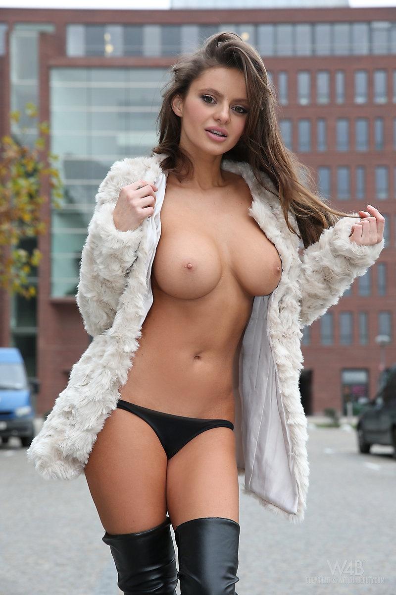 dana-harem-nude-public-watch4beauty-09